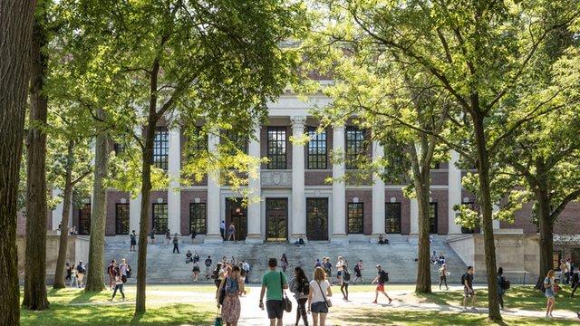 VDS - 3 lợi ích của biển báo kỹ thuật số dành cho trường đại học